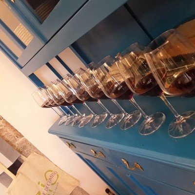 Italian aperitivo with the best organic red wine: Atina Cabernet - Wine tasting in Italy