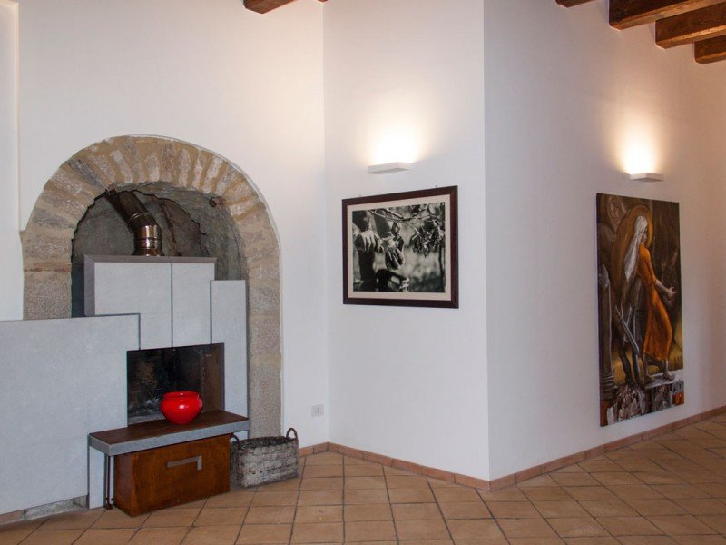 Renovated design fireplace in the main lounge - First class stay in Roman countryside