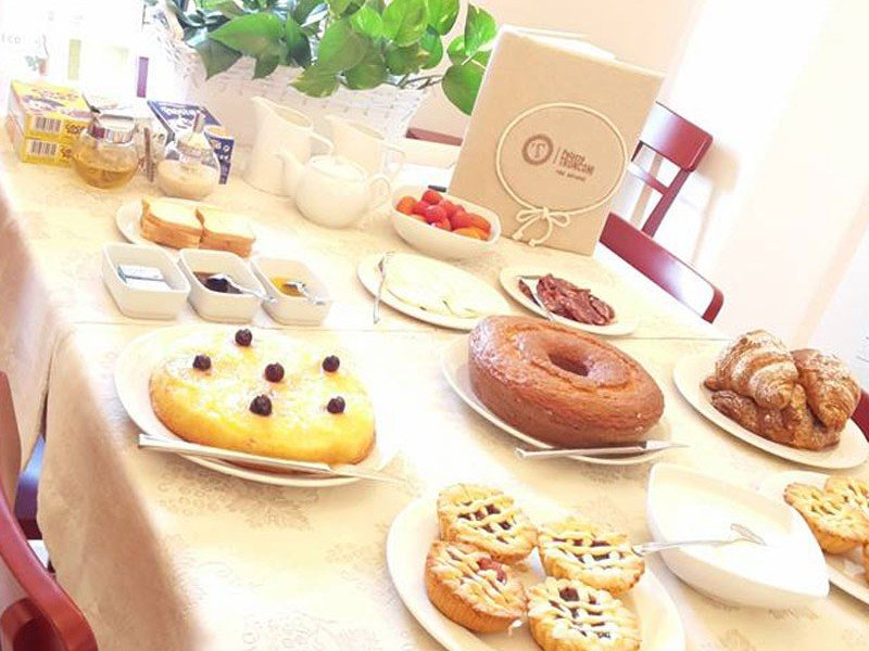 Typical Italian breakfast with home-made pastries - Culinary stay in Italy