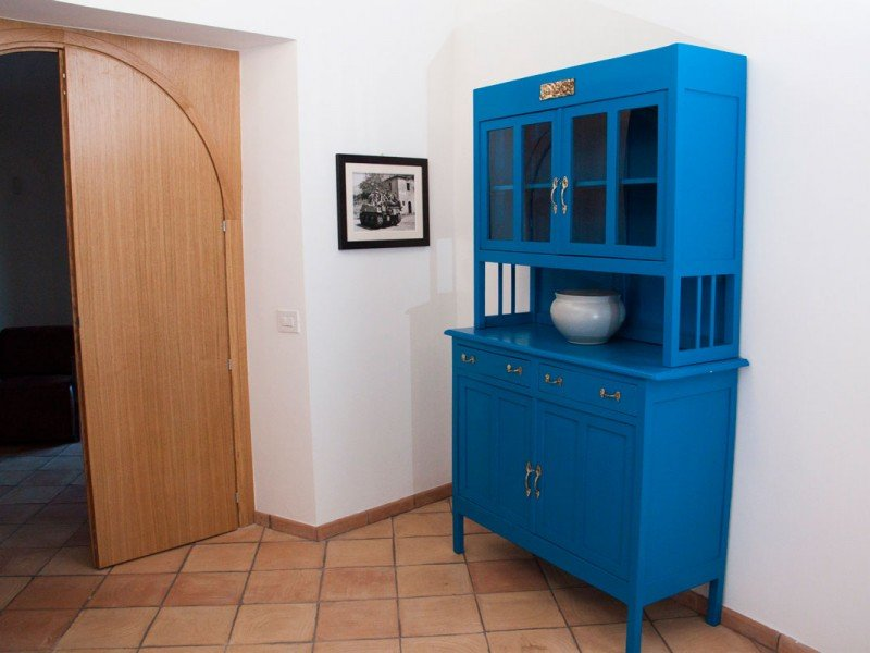 Antique furniture restored in Italian contemporary style - Modern hotel in Roman countryside