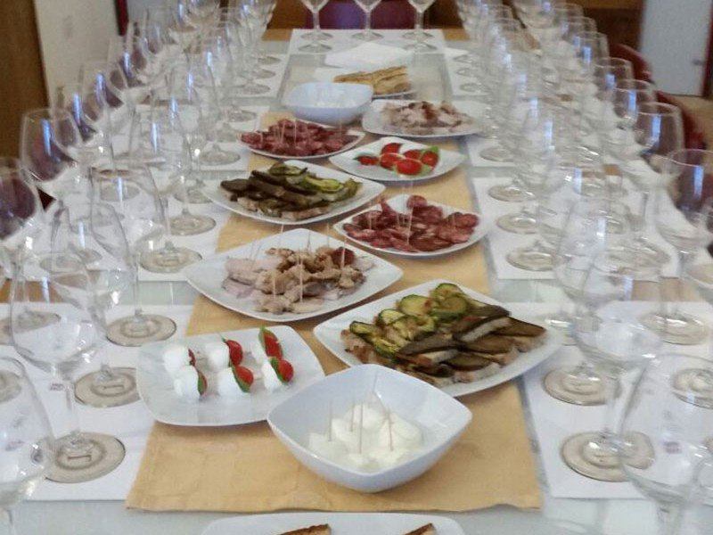 Mixed Italian starters: bruschette, caprese, buffalo mozzarella, grilled vegetables and more - Cooking courses in Italy