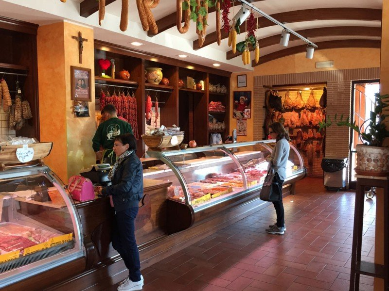 Visit the best Prosciutto, salami and cured-meat factories - Food tasting tour in Italy