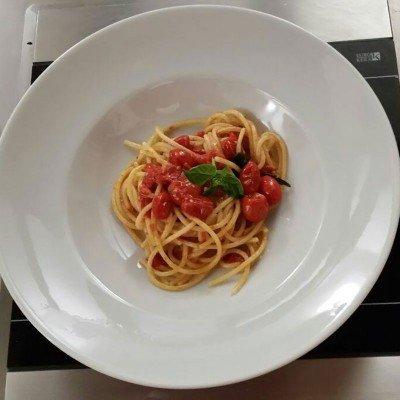 Italian Spaghetti Pomodoro e Basilico - Italy Cooking Class